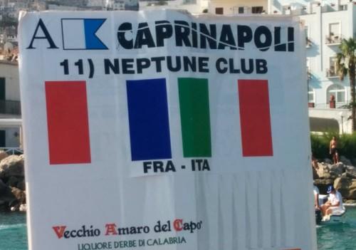 Le Neptune se distingue à la traversée Capri Naples1