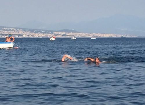 Le Neptune se distingue à la traversée Capri Naples3
